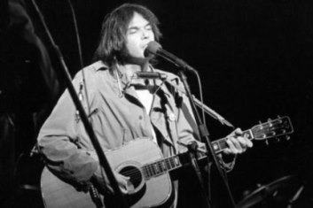 Neil Young Photo (live, circa 1975)